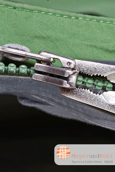 Outdoorjacke Reißverschlussschlitten reparieren